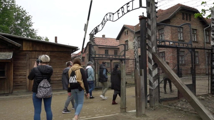 """Российские студенты приняли участие в """"Марше жизни"""" в Освенциме"""