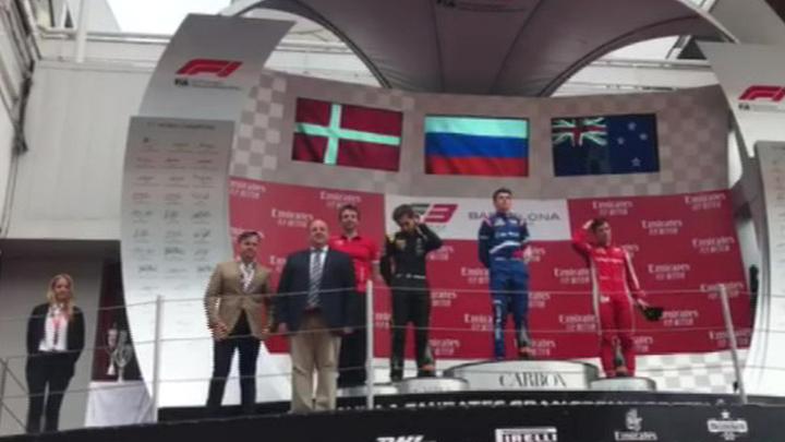 Российский пилот Роберт Шварцман выиграл гонку в Барселоне