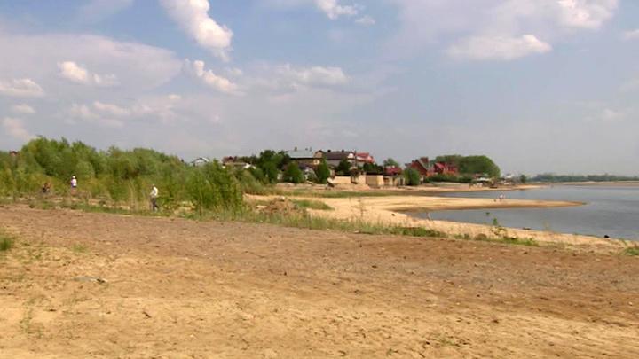 Вода отступает: побережье Волги ушло на несколько сотен метров