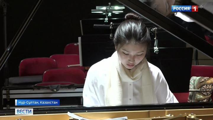 На конурсе пианистов в Казахстане многие участники впервые имеют опыт игры с оркестром
