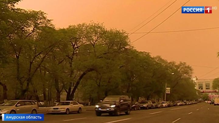 Песчаная буря, накрывшая Приамурье, движется на восток