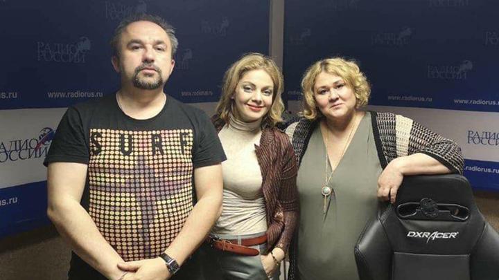 Ведущие Дмитрий Чернов, Ольга Максимова и семейный психолог, кандидат социологических наук Анетта Орлова.