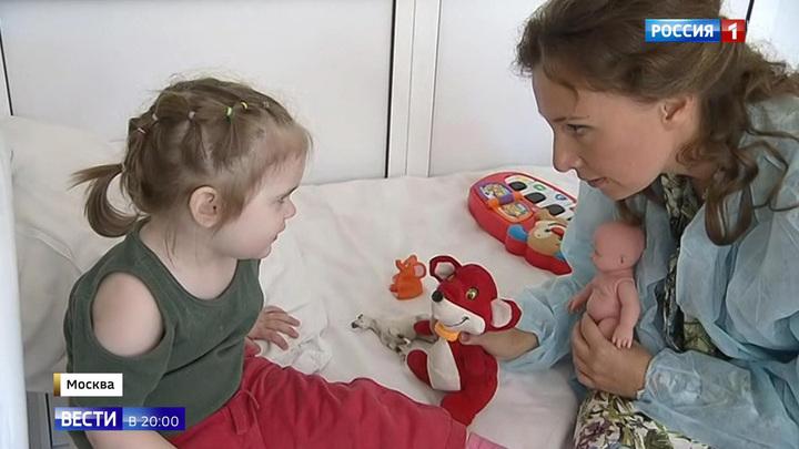 Брошенная в московской поликлинике малышка понимает украинский язык
