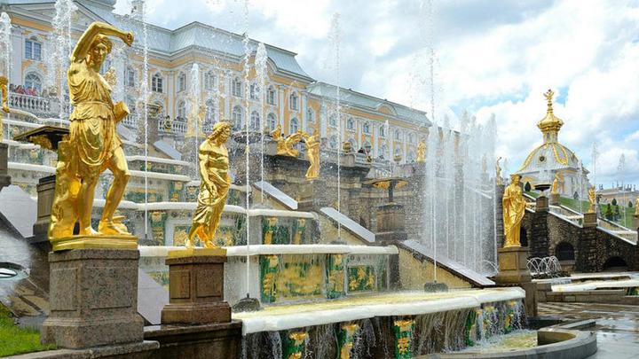 Фонтаны Санкт-Петербурга перешли на летний режим работы