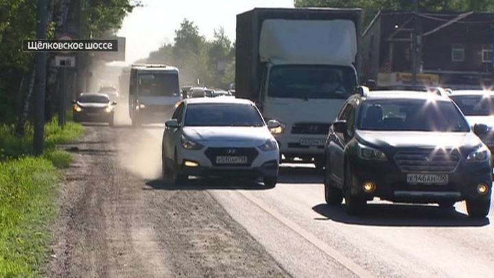 Водители требуют строже наказывать любителей ездить по обочине