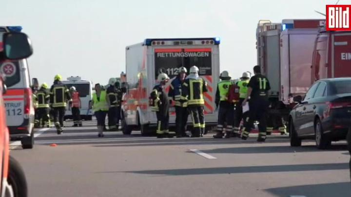 Смертельное ДТП в Германии: перевернулся автобус с 74 пассажирами