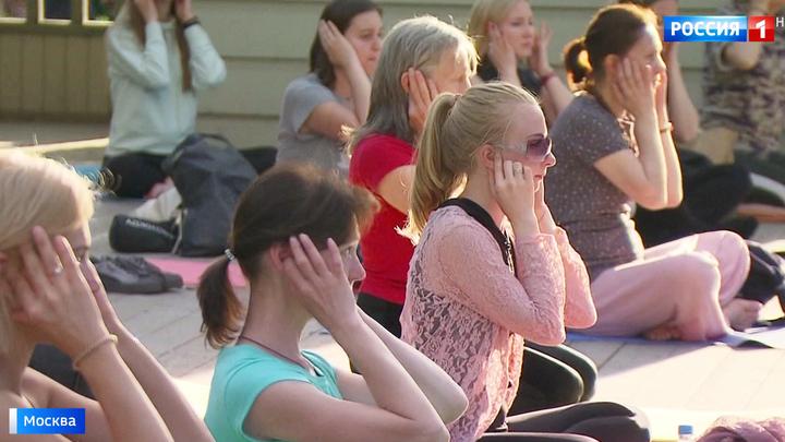 В столичных парках организуют бесплатные занятия йогой