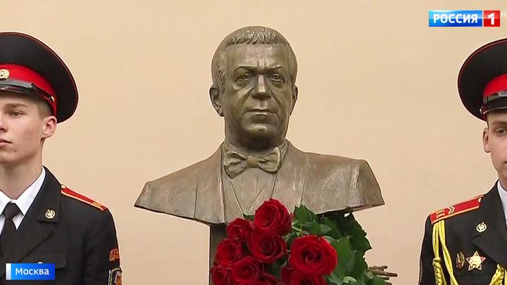 В столице открыли памятник Иосифу Кобзону