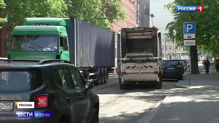 Из-за благоустройства улиц в Красносельском районе расширили тротуар, а машины не могут разъехаться