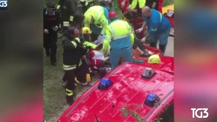 Перевернувшийся автобус в Италии: раненые россияне находятся в больницах Сиены