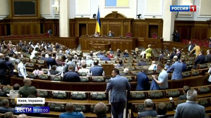 Будни президента: Зеленский завел блог, а Верховная рада передумала распускаться