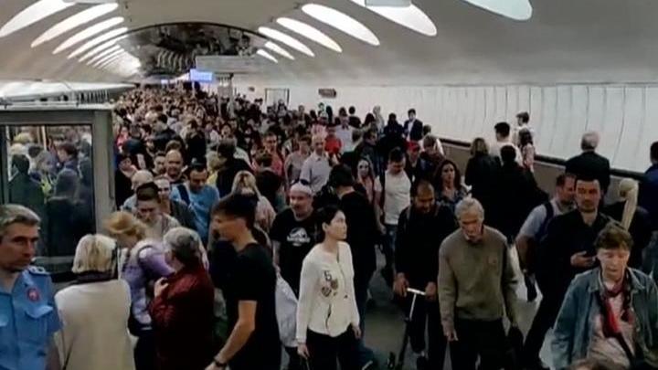 Две аварии за неделю: почему поезда в метро не едут
