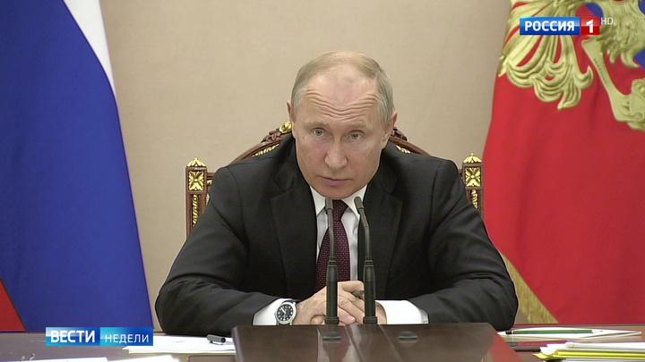 Путин принял участие в съезде профсоюзов и провел совещание с правительством