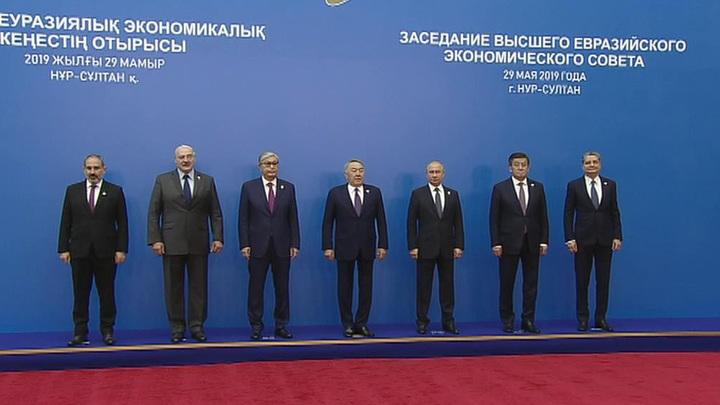 Путин предложил присвоить Назарбаеву звание почетного председателя Высшего Евразийского экономического совета