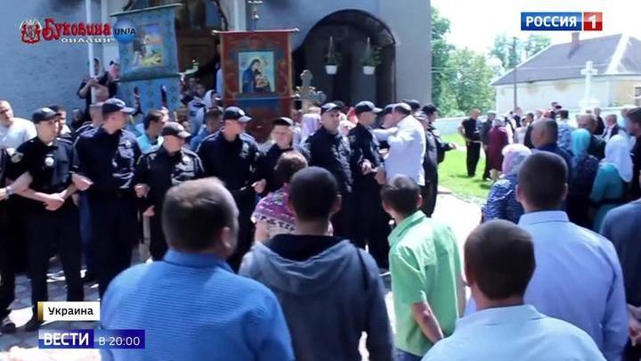 Церковный раскол на Украине: более сотни захваченных храмов и десятки оскверненных церквей