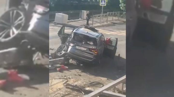 """""""Сейчас далеко"""": превративший BMW в груду металла водитель спокойно покинул место ДТП"""