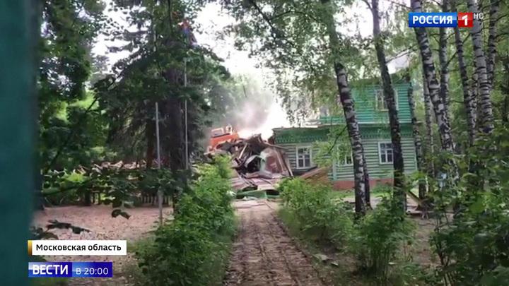 """Вот и """"Сказке"""" конец: историческое здание в Малаховке превратили в руины за два часа"""
