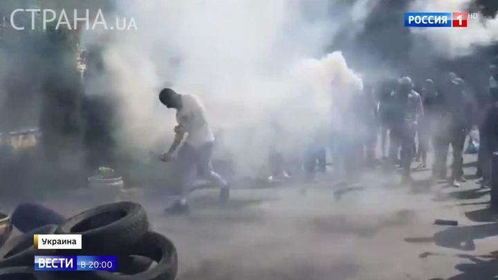 Ситуация на Украине: Рада игнорирует Зеленского, Порошенко против мира, радикалы жгут покрышки