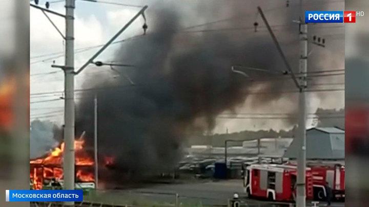 Пассажирский автобус сгорел на пути из Лобни в Москву