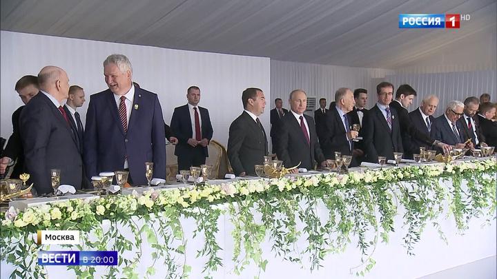 День России: торжественный прием в Кремле прошел под открытым небом