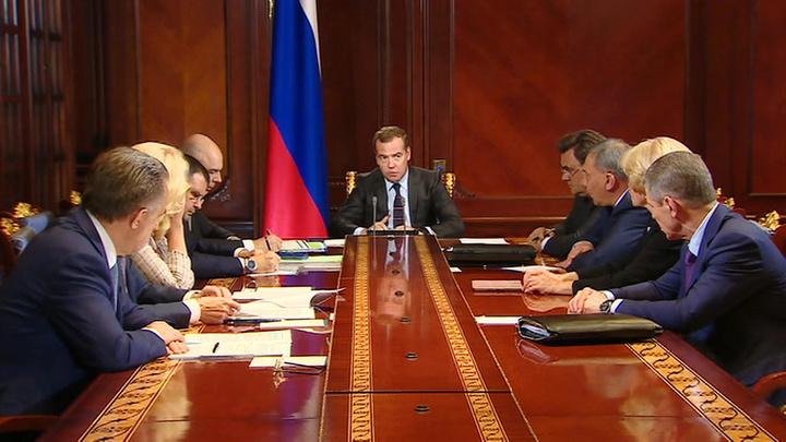 Медведев поручил разобраться с ценами на бензин в Сибири и на Дальнем Востоке