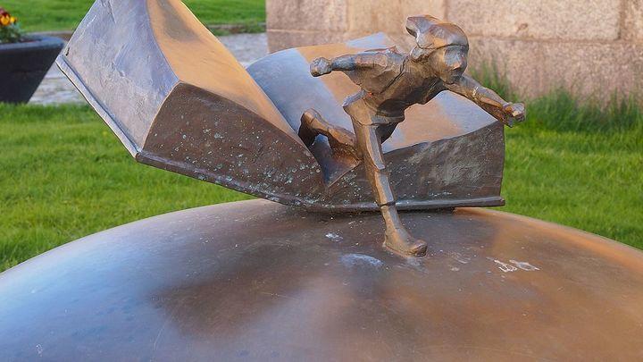 Статуя Нильса Хольгерссона в Карлскроне, Блекинге