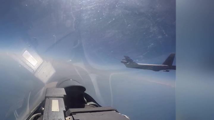 Российские истребители перехватили американские стратегические бомбардировщики (ВИДЕО)