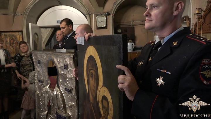 В подмосковную церковь вернулись похищенные иконы