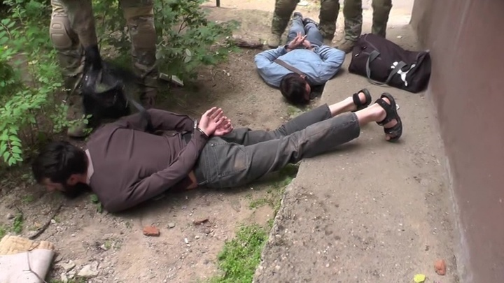 СК: задержаны двое жителей Дагестана по подозрению в финансировании ИГ