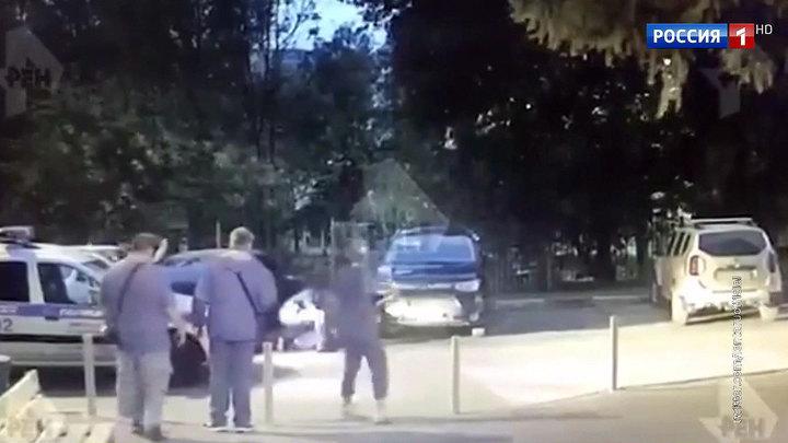 Обстрел бизнесмена в столичном дворе попал на видео