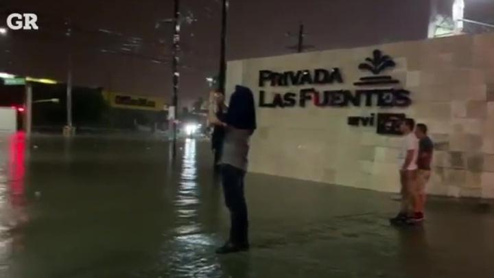 Буря обрушилась на мексиканский город, связанный с наркокартелями