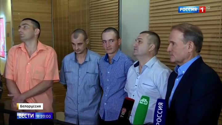 Освобожденные украинцы прилетели из Минска в Киев