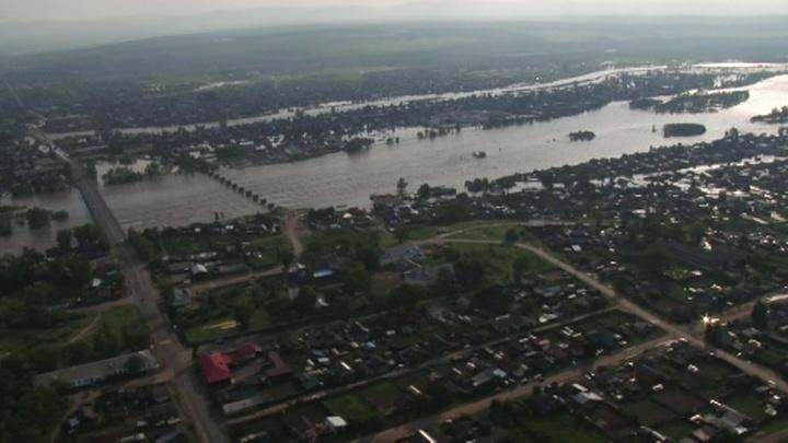 На реке Ока в Иркутской области прорвало дамбу