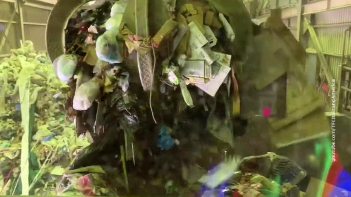 """""""Подарок"""" на день рождения: Филиппины прислали Канаде 1,5 тысячи тонн мусора"""