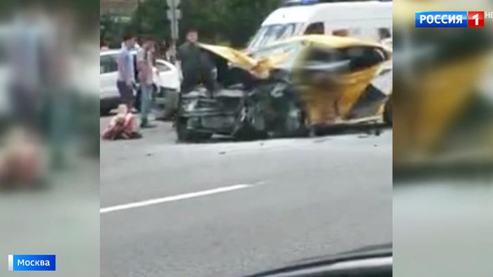 edd97a3466e27 Страшное ДТП на Кутузовском: детей из искореженной машины доставали  спасатели