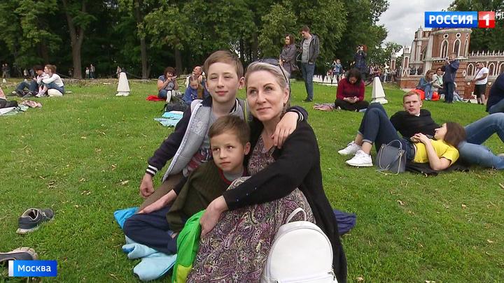 Столичные парки приглашают отпраздновать День семьи, любви и верности