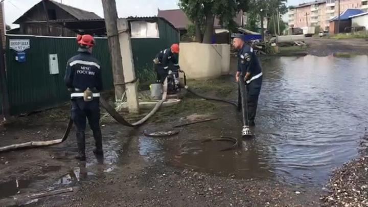 Число госпитализированных в зоне наводнения в Иркутской области возросло