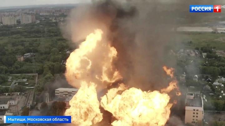 Факел в Мытищах: пожар перекинулся на общежитие, погиб один человек