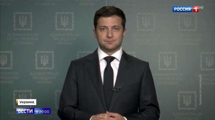 Пока Порошенко бегает от избирателей, Зеленский предлагает его люстрировать