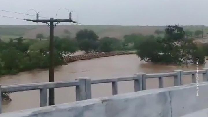В Бразилии вновь прорвало плотину из-за непрекращающихся ливней