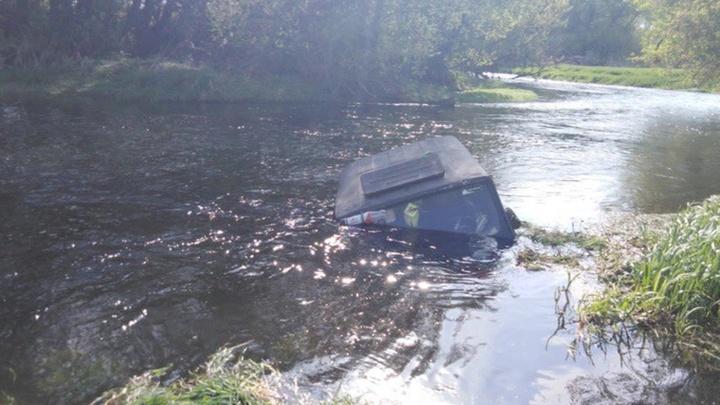 Десять человек погибли в перевернувшемся в реке УАЗе