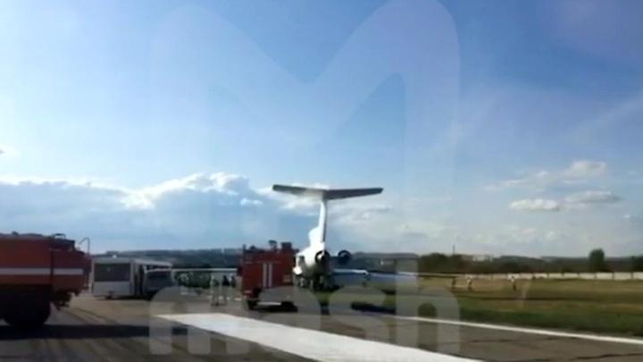 Самолет со 112 пассажирами выкатился за пределы саратовской взлетки