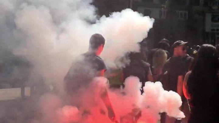 Погромы в Париже сопровождаются поджогами