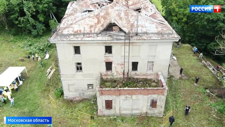 Большой субботник: волонтеры пытаются спасти историческую усадьбу Пущино