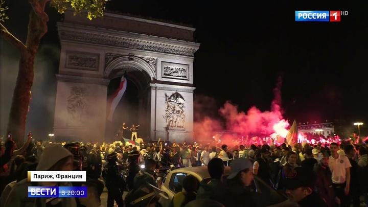 Во Франции второй день беспорядки: сначала отмечали взятие Бастилии, теперь победу сборной Алжира