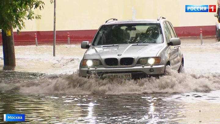 В Москве ликвидируют последствия потопа: тропический ливень может повториться