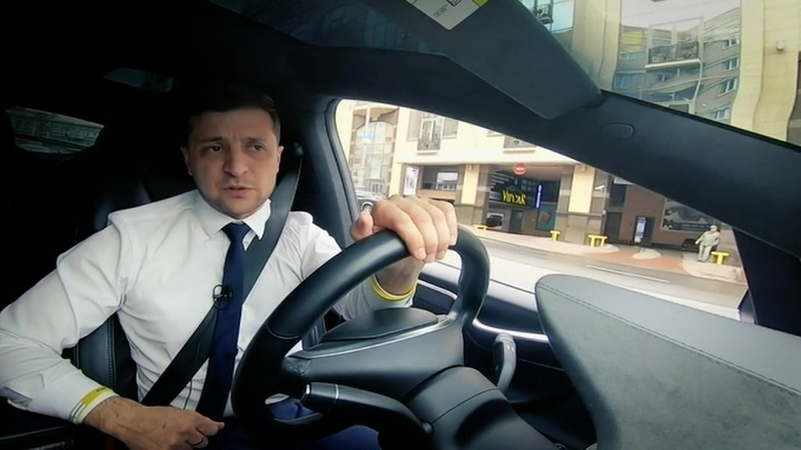 Зеленский в машине за 10 миллионов порассуждал о коррупции и мире на Украине