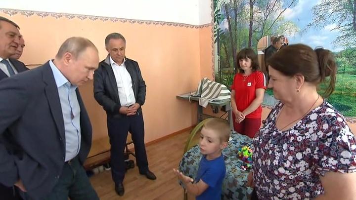 Путин обещал мальчику Матвею еще раз приехать в Тулун