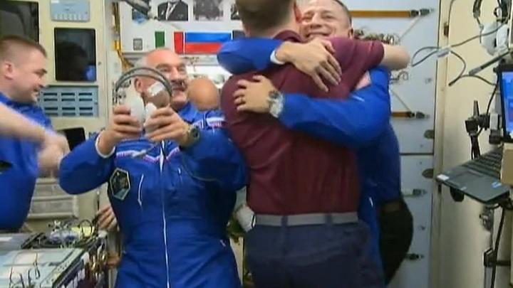 Экипаж трех полковников прибыл на МКС
