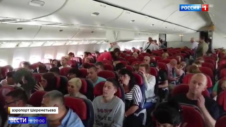 Затянувшееся ожидание: тысяча россиян не может вылететь на отдых и вернуться обратно